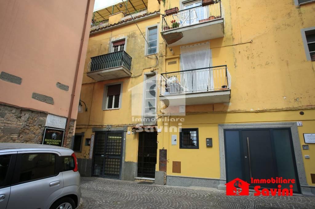 Appartamento in vendita a Lanuvio, 3 locali, prezzo € 70.000   CambioCasa.it