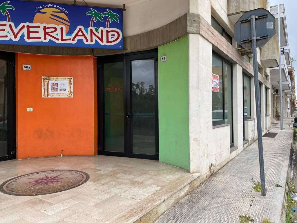 Negozio-locale in Affitto a Cavallino Centro: 1 locali, 300 mq