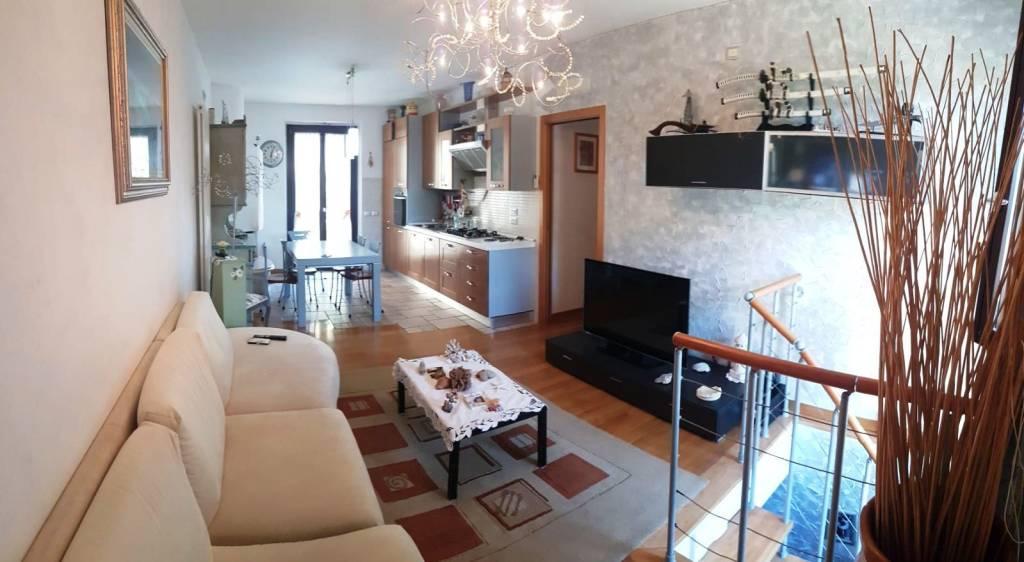 Appartamento in vendita a Montecosaro, 4 locali, prezzo € 200.000 | CambioCasa.it