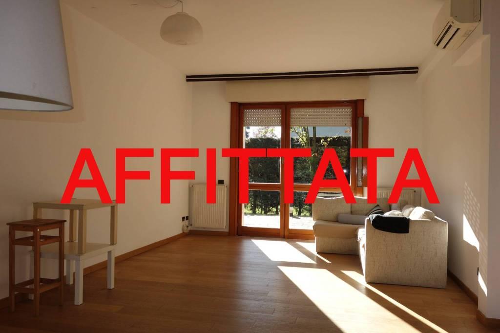 Villa in Affitto a Arese: 5 locali, 215 mq