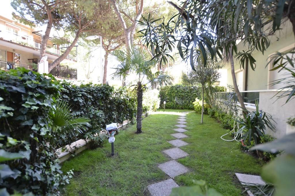 Appartamento in Affitto a Riccione Centro: 5 locali, 120 mq