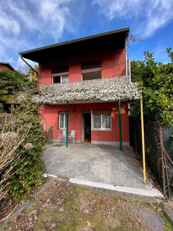 Appartamento in vendita a Lesa, 6 locali, prezzo € 190.000 | CambioCasa.it