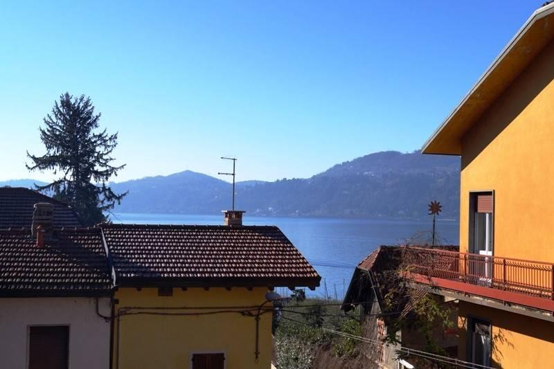 Rustico / Casale in vendita a Ranco, 5 locali, prezzo € 114.000 | CambioCasa.it