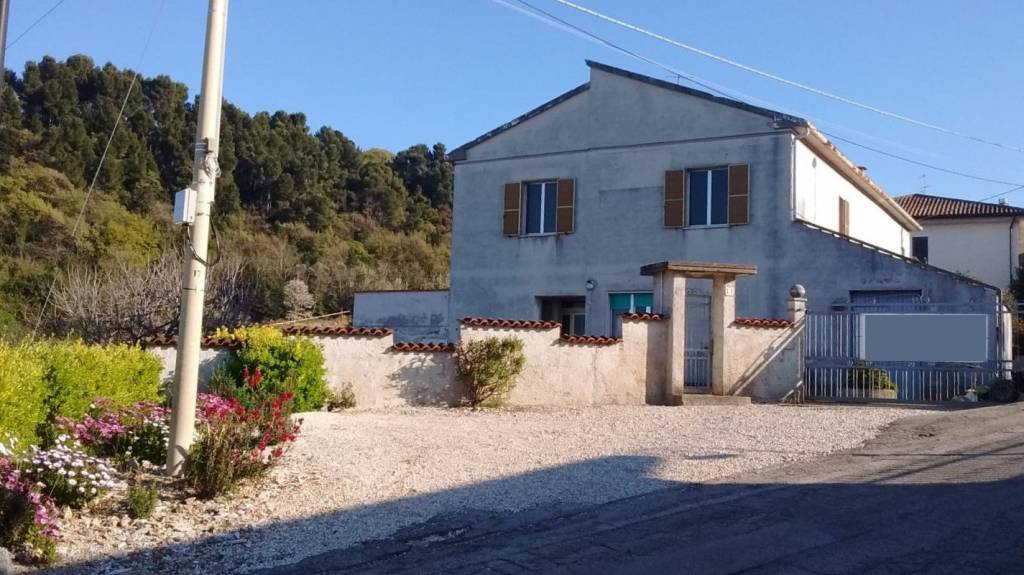 Rustico / Casale da ristrutturare in vendita Rif. 4202180