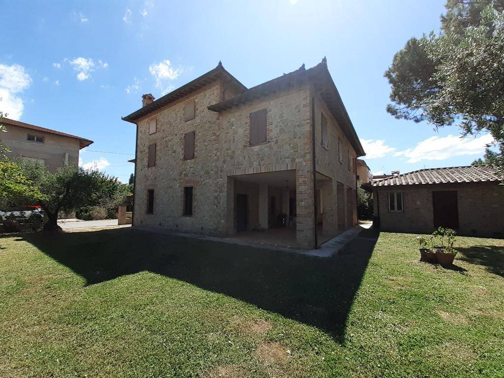 Rustico in Vendita a Castiglione Del Lago Periferia: 5 locali, 440 mq