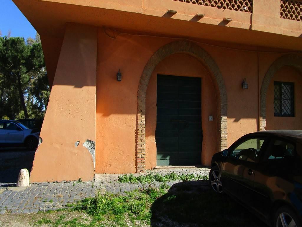 Magazzino in vendita a Fiumicino, 1 locali, prezzo € 100.000   CambioCasa.it