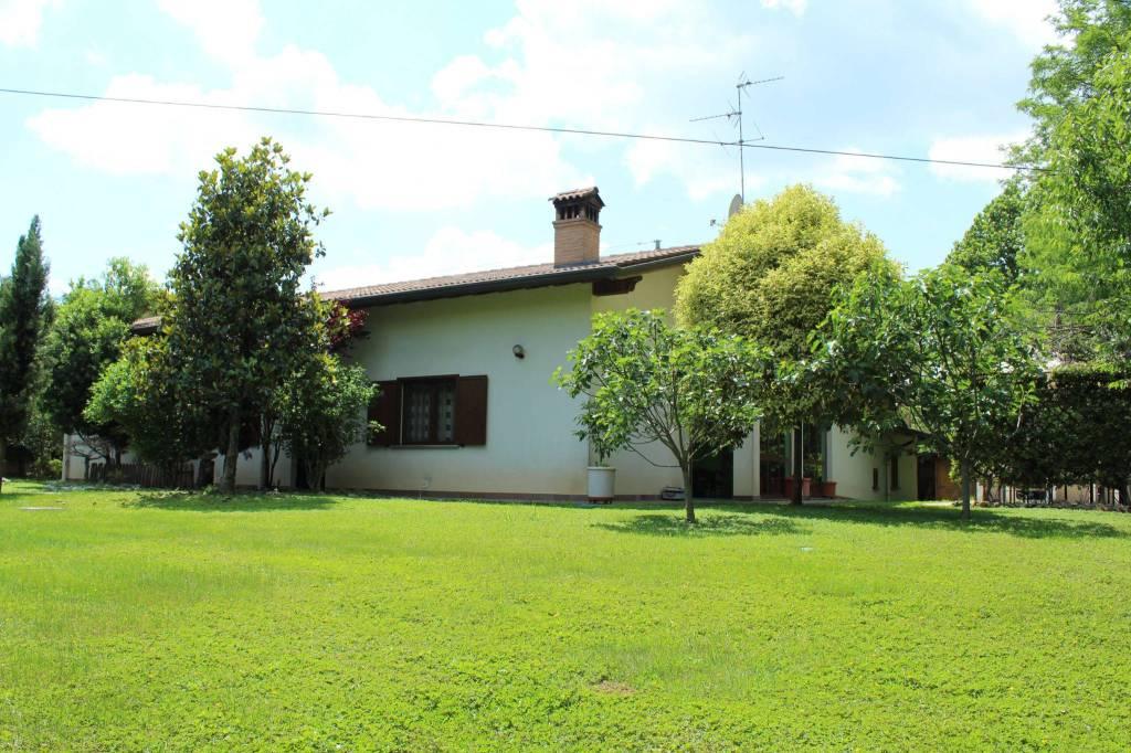 Villa in vendita a Treviglio, 6 locali, prezzo € 490.000 | PortaleAgenzieImmobiliari.it