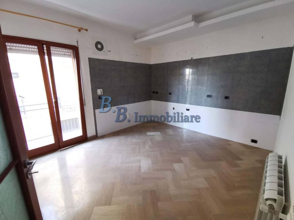 Appartamento in buone condizioni in vendita Rif. 9319055
