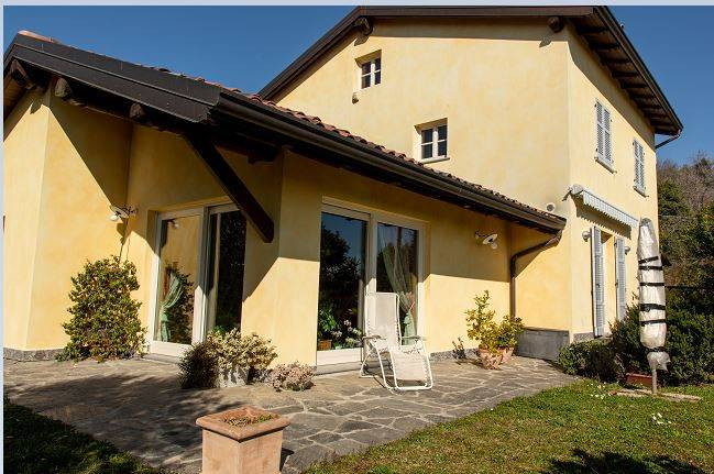 Villa in vendita a Capiago Intimiano, 9 locali, Trattative riservate | PortaleAgenzieImmobiliari.it