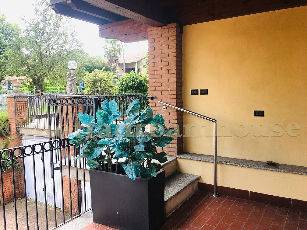 Appartamento in vendita a Sumirago, 3 locali, prezzo € 130.000 | CambioCasa.it