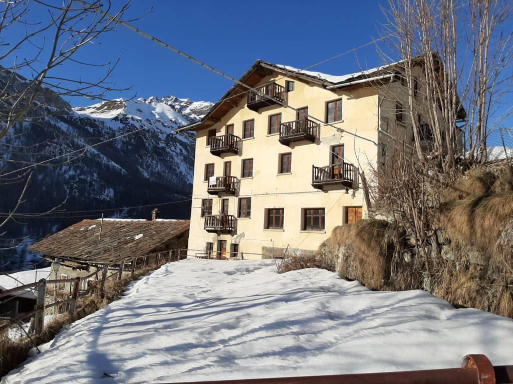 Palazzo in Vendita a Valtournenche Centro: 5 locali, 950 mq