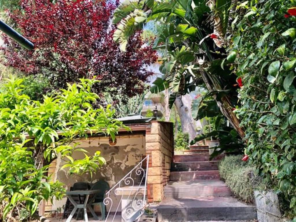 Appartamento in Vendita a Aci Castello Centro: 2 locali, 40 mq