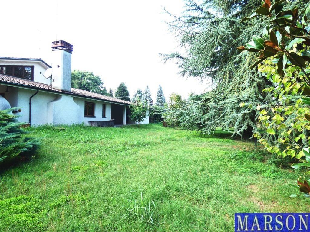 Villa in vendita a Casorezzo, 10 locali, prezzo € 395.000 | PortaleAgenzieImmobiliari.it