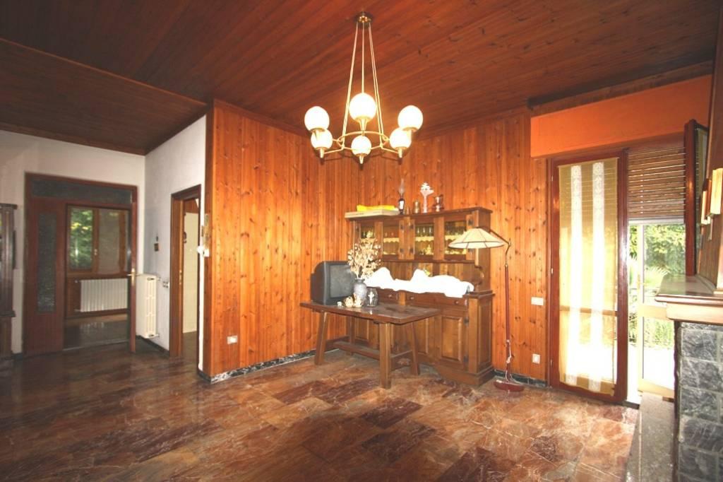 Villa in vendita a Brunate, 7 locali, prezzo € 320.000 | PortaleAgenzieImmobiliari.it