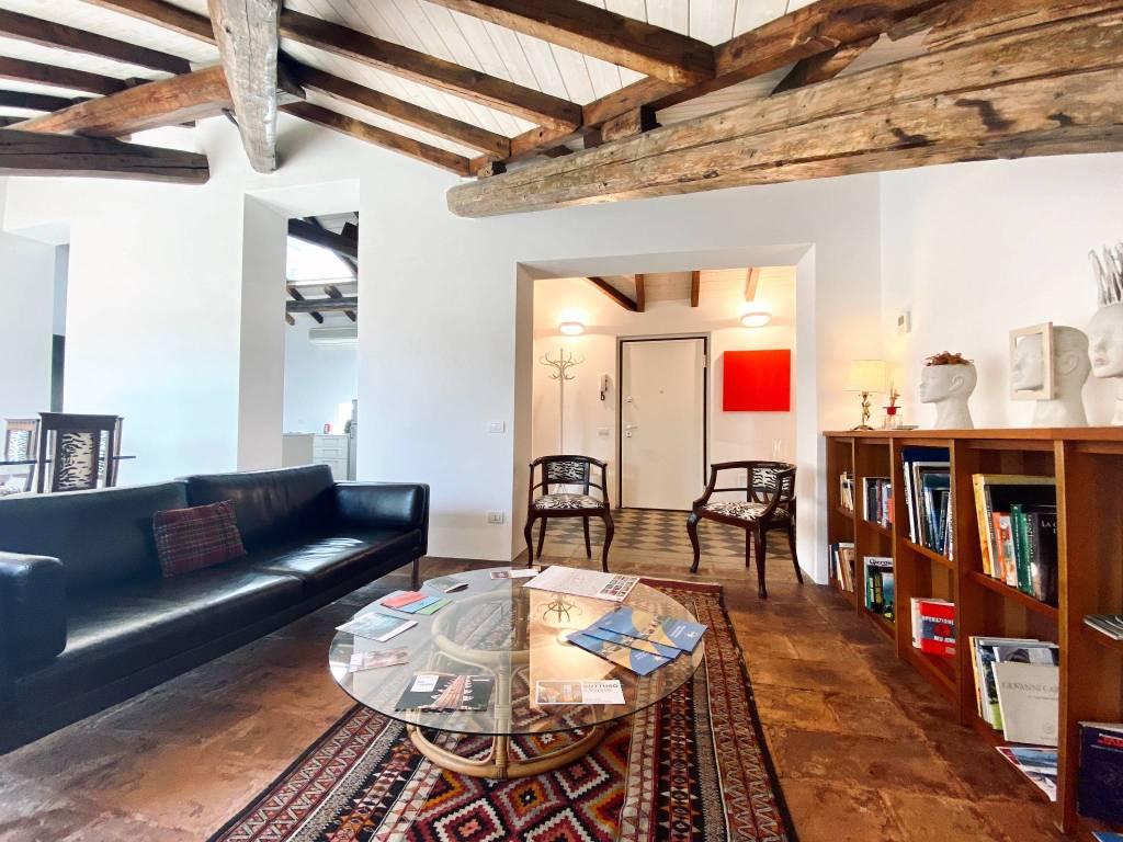 Attico / Mansarda in vendita a Varese, 4 locali, prezzo € 580.000 | CambioCasa.it
