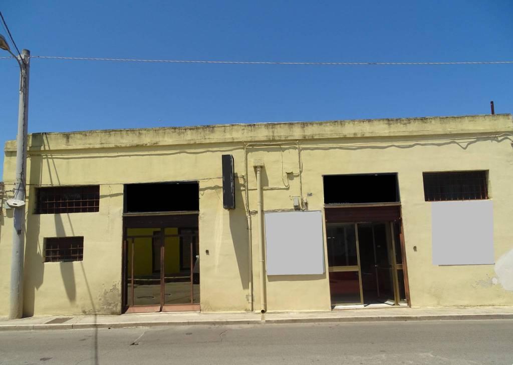 Laboratorio in Vendita a Bari Periferia Nord: 4 locali, 357 mq