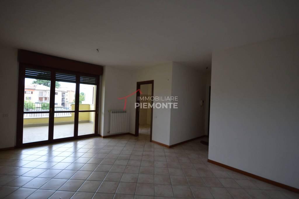 Appartamento in vendita a Borgomanero, 3 locali, prezzo € 158.000 | PortaleAgenzieImmobiliari.it