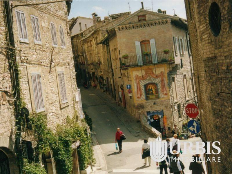 Appartamento in affitto a Assisi, 3 locali, prezzo € 600 | CambioCasa.it