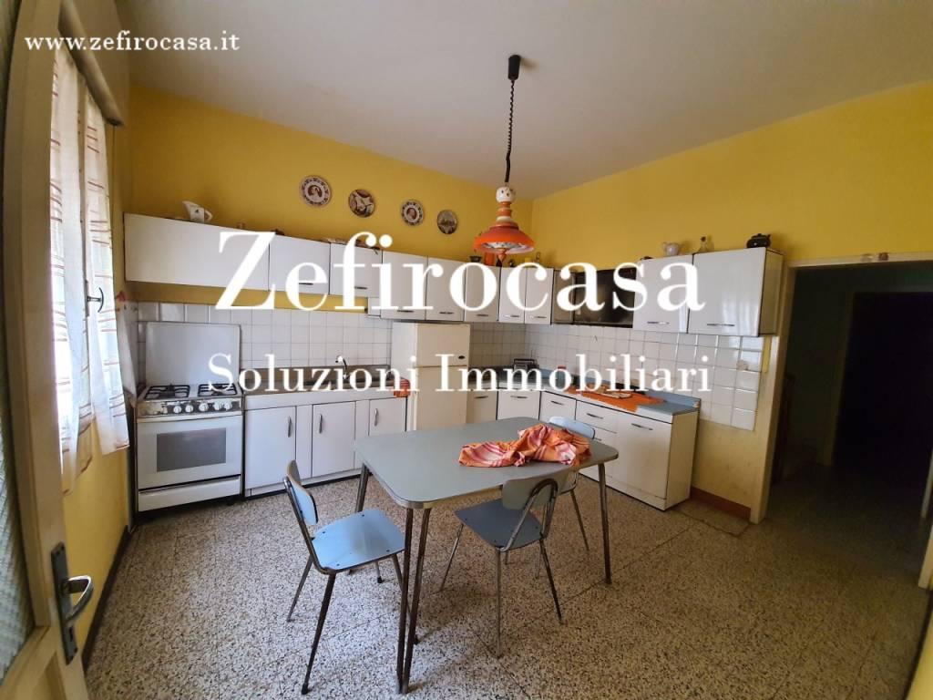 Appartamento in Vendita a Crevalcore Centro: 5 locali, 215 mq