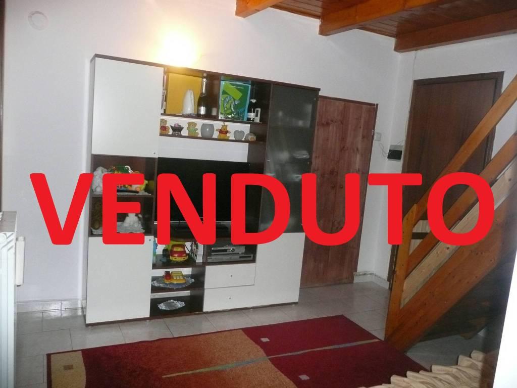 Appartamento in buone condizioni in vendita Rif. 9194742