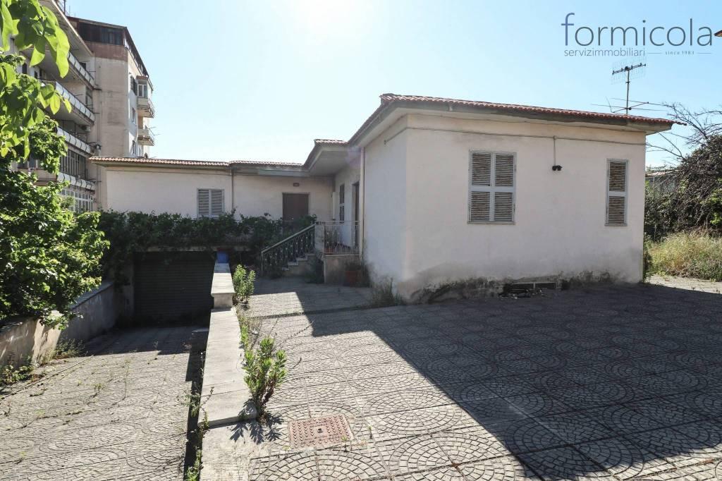 Villa in vendita a Ercolano, 5 locali, prezzo € 460.000 | CambioCasa.it