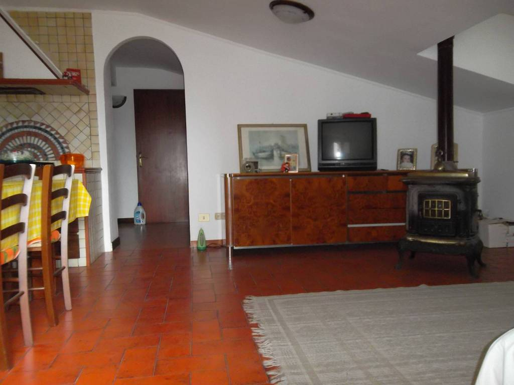 Appartamento in vendita a Anguillara Sabazia, 3 locali, prezzo € 140.000 | PortaleAgenzieImmobiliari.it