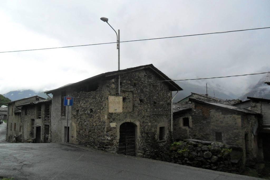 Rustico / Casale in Vendita a Castione Andevenno