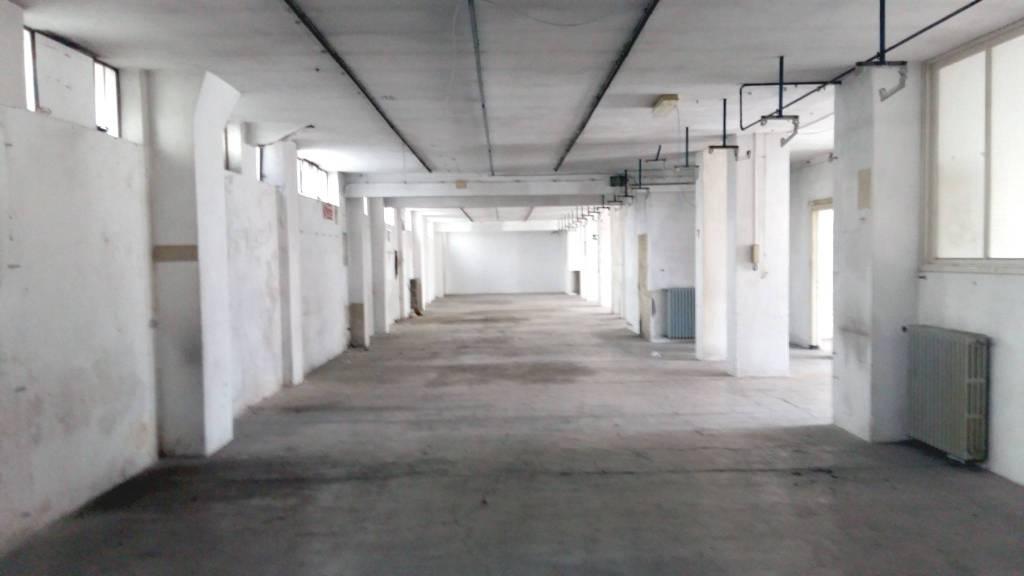 Laboratorio in vendita a Alessandria, 6 locali, prezzo € 70.000   CambioCasa.it