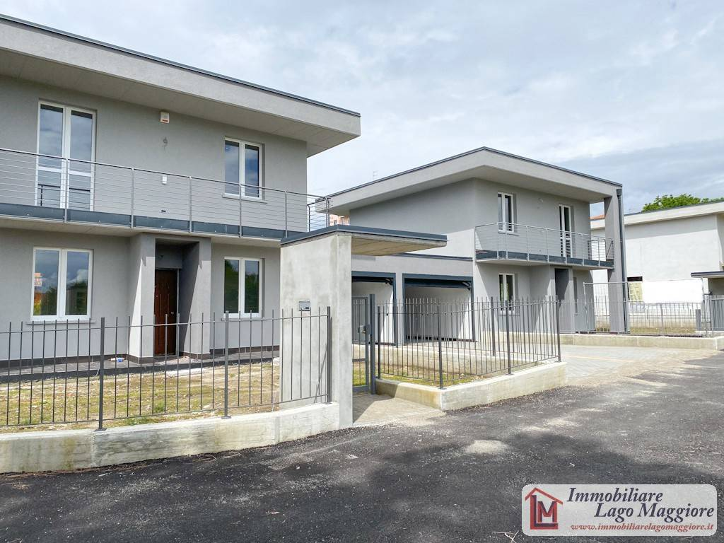 Villa in vendita a Angera, 4 locali, prezzo € 285.000 | PortaleAgenzieImmobiliari.it