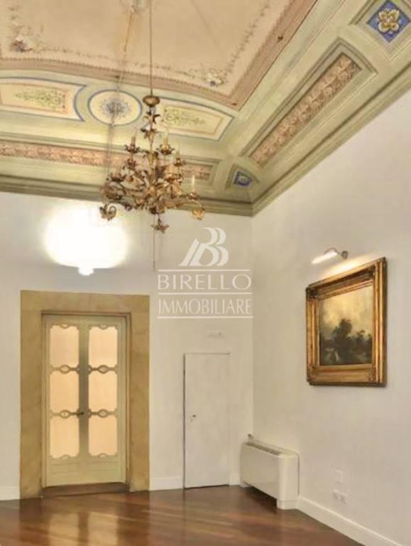 Appartamento in Vendita a Firenze Centro: 5 locali, 250 mq