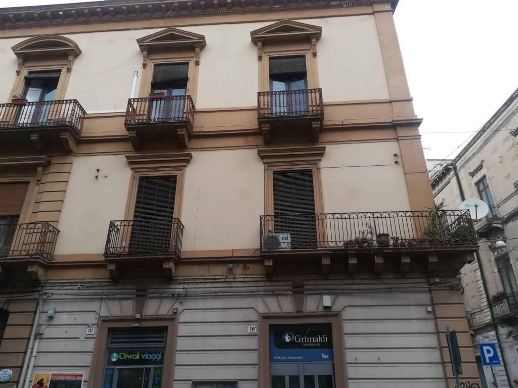Negozio-locale in Affitto a Catania Centro: 2 locali, 75 mq