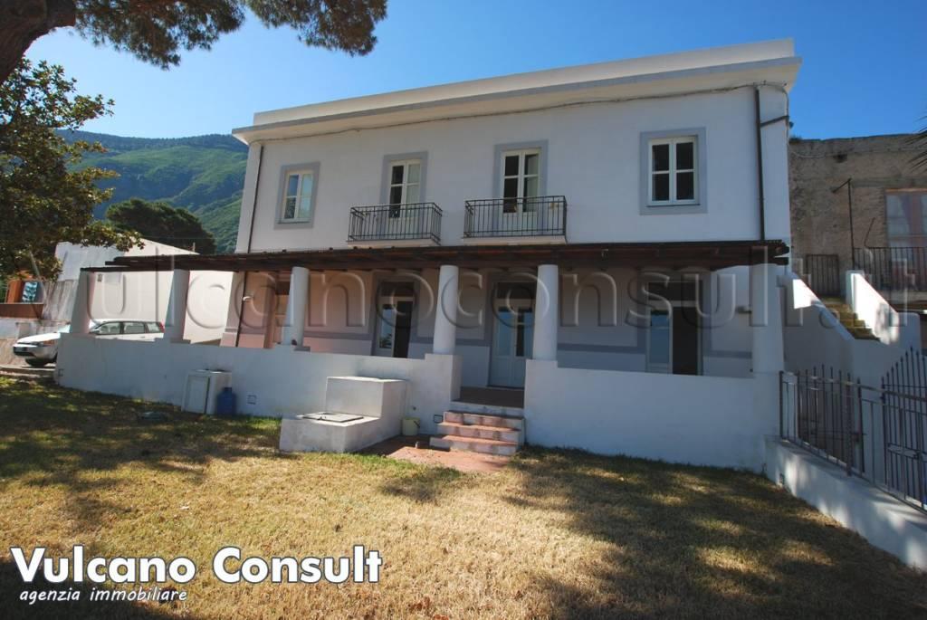 Villa in vendita a Malfa, 12 locali, prezzo € 880.000 | CambioCasa.it