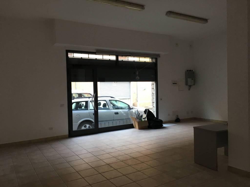 Negozio-locale in Vendita a Olbia: 1 locali, 80 mq