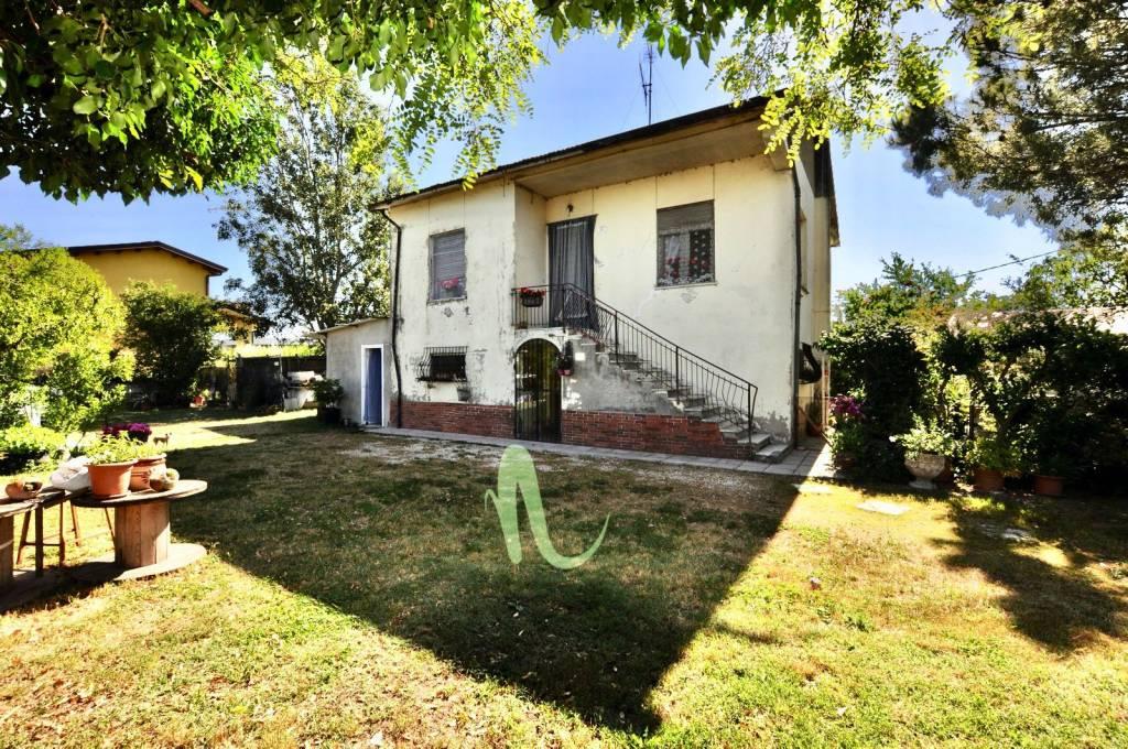 Casa indipendente in Vendita a Cesenatico Centro: 5 locali, 230 mq