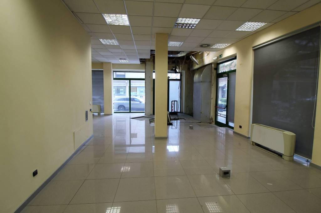 Negozio / Locale in affitto a Verona, 4 locali, zona Zona: 3 . Borgo Trento, prezzo € 7.000   CambioCasa.it
