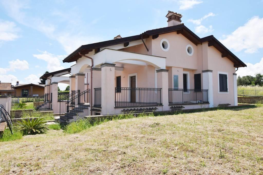 Villa in vendita a Bracciano, 7 locali, prezzo € 280.000 | CambioCasa.it