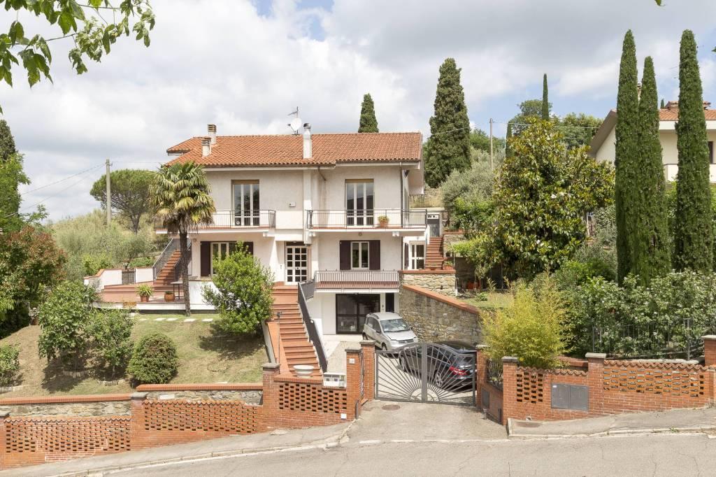 Villa in Vendita a Arezzo Periferia: 5 locali, 382 mq