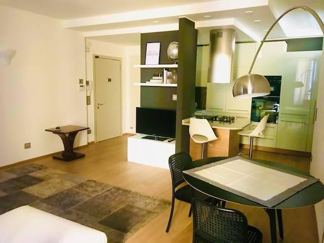 Appartamento in affitto a Verona, 2 locali, zona Zona: 2 . Veronetta, prezzo € 1.200 | CambioCasa.it