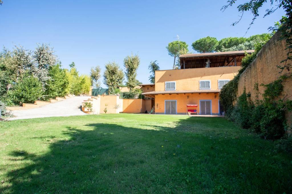 Villa in vendita a Riano, 4 locali, prezzo € 460.000 | CambioCasa.it