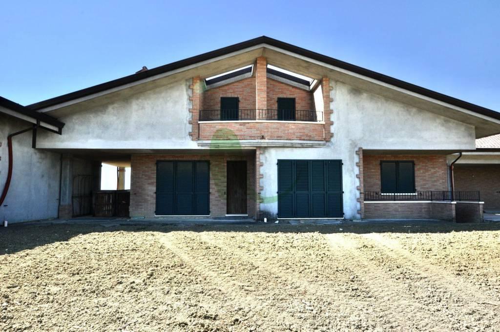 Villa in Vendita a Cesenatico Centro: 5 locali, 250 mq