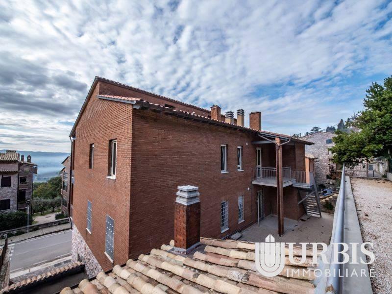Appartamento in vendita a Assisi, 6 locali, prezzo € 270.000 | CambioCasa.it