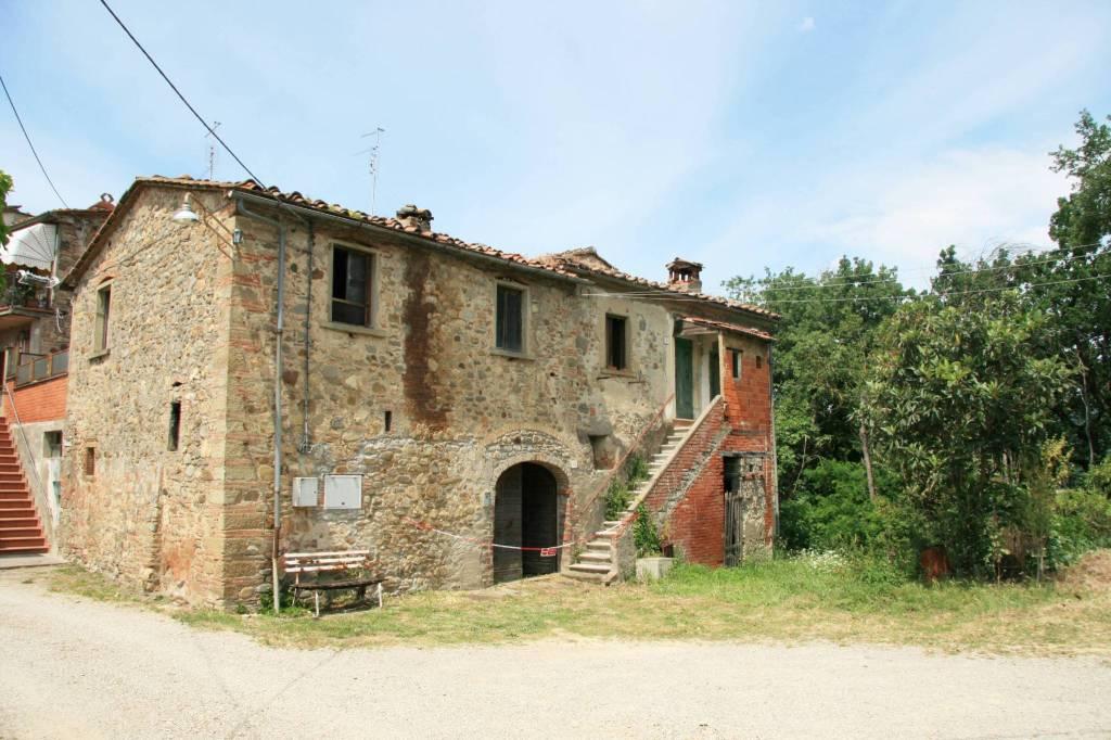 Rustico in Vendita a Arezzo: 5 locali, 201 mq