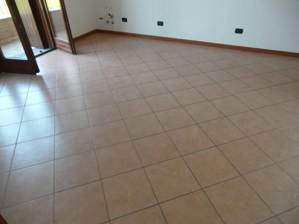 Appartamento in vendita a Grassobbio, 3 locali, prezzo € 135.000 | CambioCasa.it