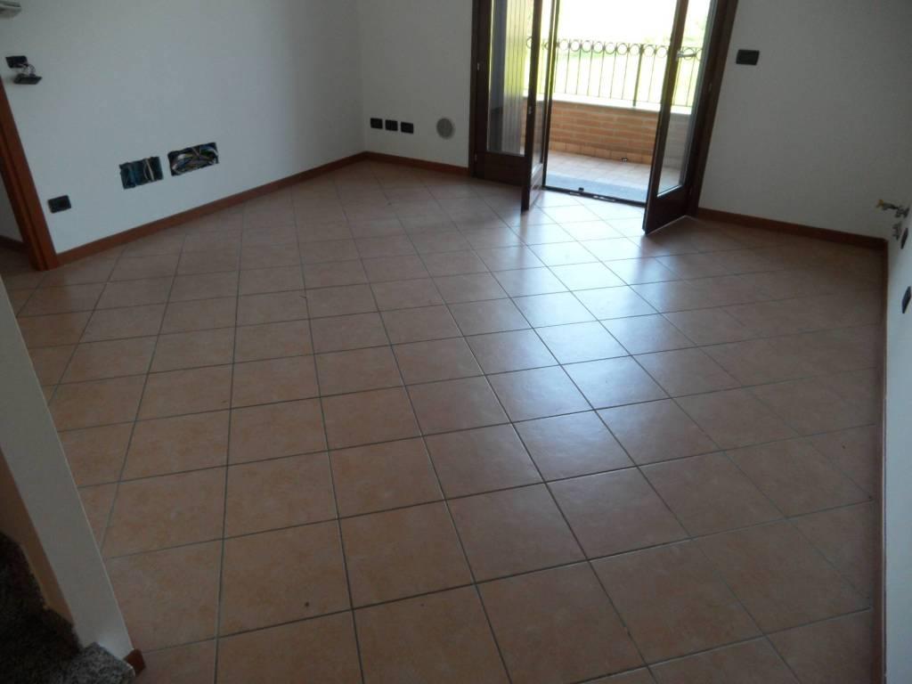 Appartamento in vendita a Grassobbio, 3 locali, prezzo € 140.000 | CambioCasa.it