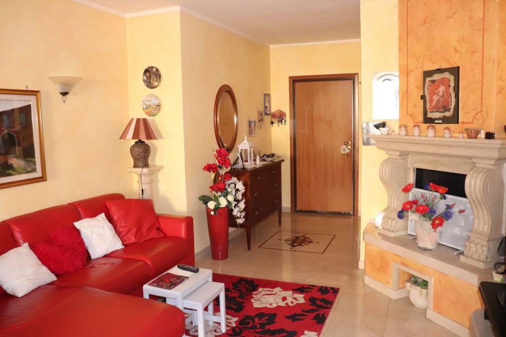 Appartamento in vendita a Calcinato, 3 locali, prezzo € 125.000 | CambioCasa.it