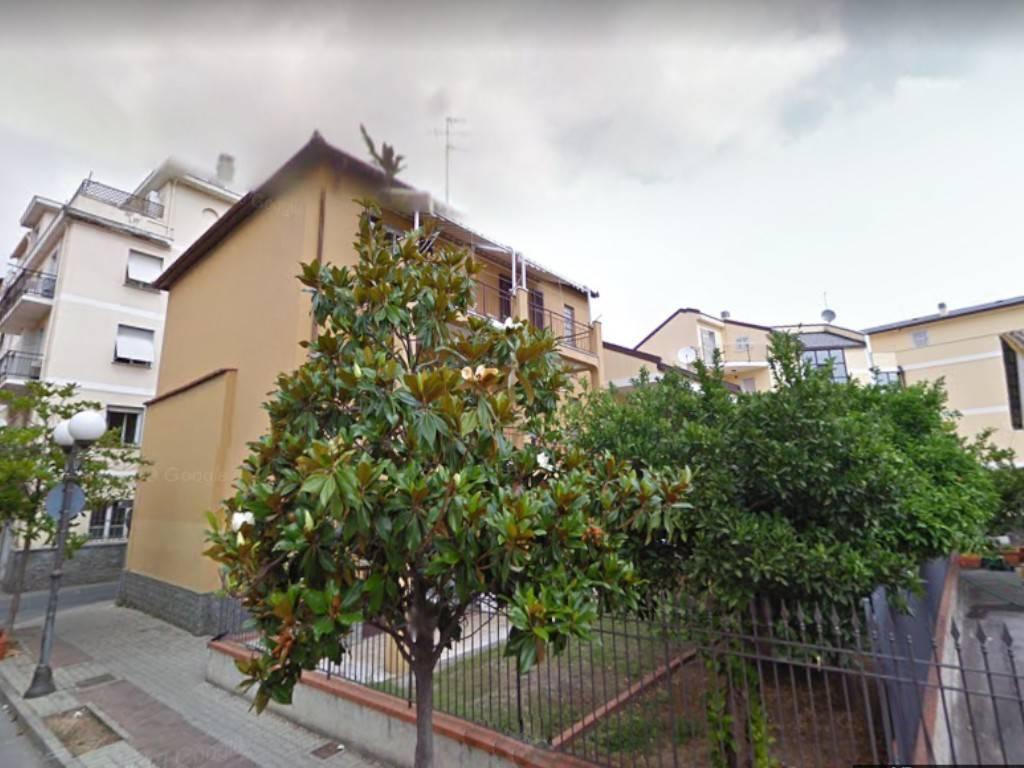 Appartamento in vendita a Albenga, 4 locali, prezzo € 125.000 | PortaleAgenzieImmobiliari.it