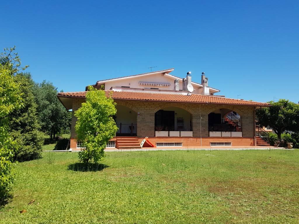 Villa in vendita a Rignano Flaminio, 8 locali, prezzo € 470.000 | CambioCasa.it