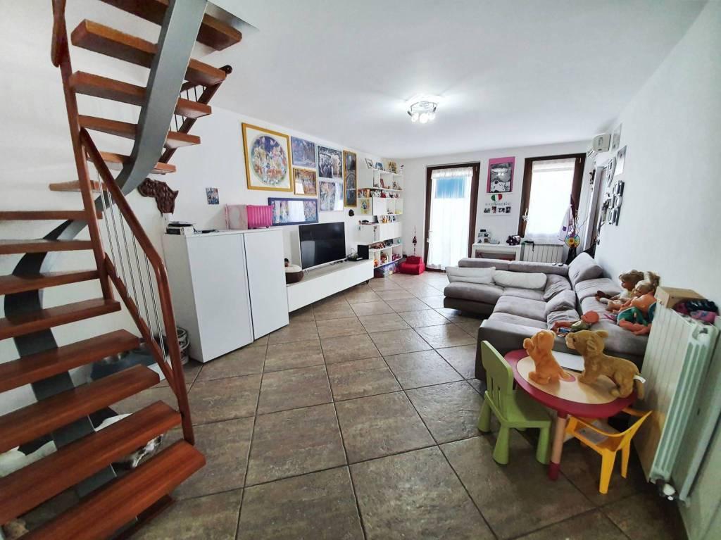 Appartamento in vendita a Origgio, 3 locali, prezzo € 218.000 | CambioCasa.it