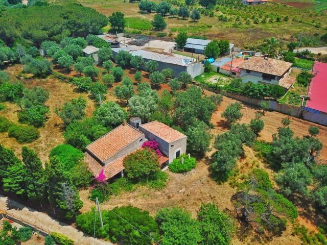 Villa da ristrutturare in vendita Rif. 4390109