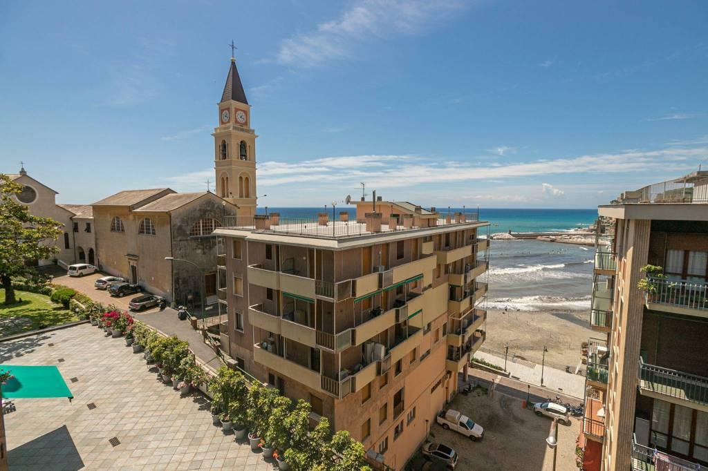 Appartamento in vendita a Recco, 3 locali, prezzo € 248.000 | CambioCasa.it